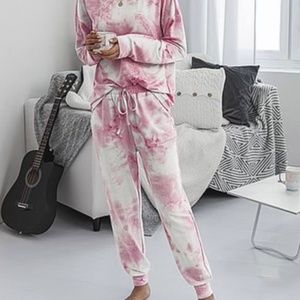 🆕🎁 NWT Pink abstract lounge set